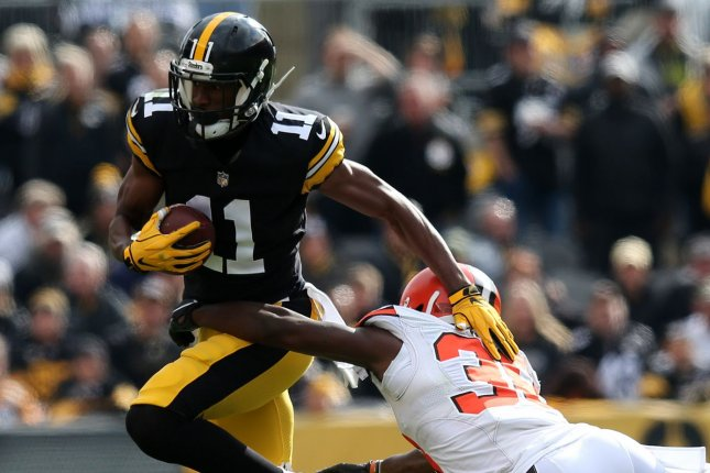 Pittsburgh Steelers receiver Justin Hunter eludes a tackle during a game against the Cleveland Browns on October 28, 2018. Photo by Aaron Josefczyk/UPI