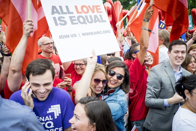 Supreme Court: Same-sex marriage constitutional, legalized nationwide
