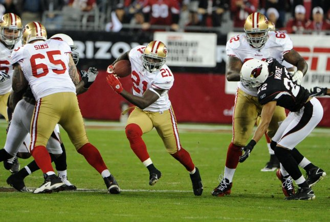 San Francisco 49ers running back Frank Gore (C) finds the hole and runs for a first down in the first quarter of the 49ers game against the Arizona Cardinals San Francisco 49ers at University of Phoenix Stadium in Glendale, Ariz., Nov. 29,2010. UPI/Art Foxall