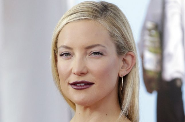 Kate Hudson says she and mother Goldie Hawn can see dead people. (UPI/John Angelillo)