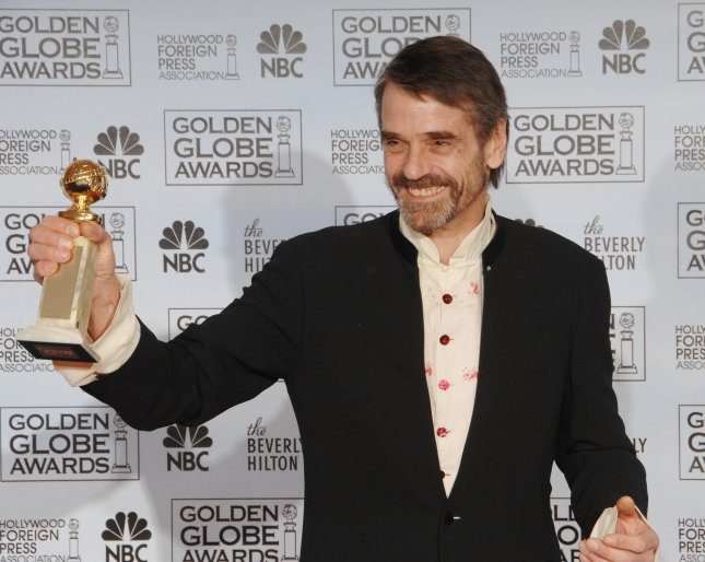 Jeremy Irons appears backstage with her award she won at the 64th annual Golden Globe Awards in Beverly Hills, California on January 15, 2007. (UPI Photo/Jim Ruymen)