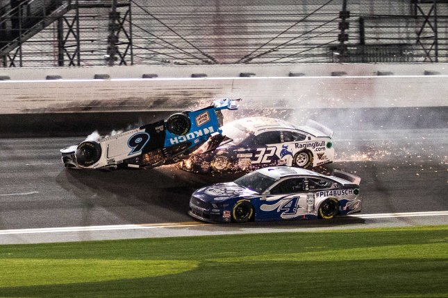 Scary Crash at the end of Daytona 500