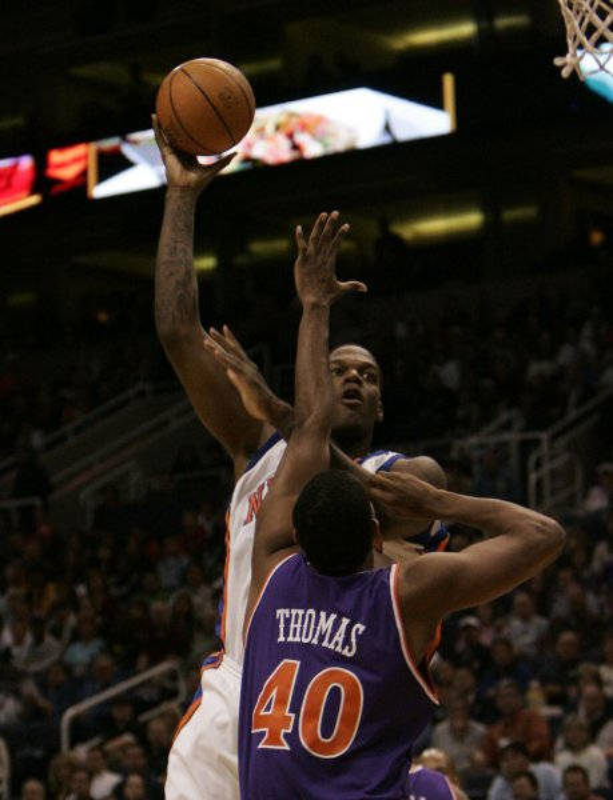 New York Knicks' Eddie Curry shoots over Phoenix Suns' Kurt Thomas in the first quarter December 9, 2005 in Phoenix, AZ. (UPI Photo/Will Powers)
