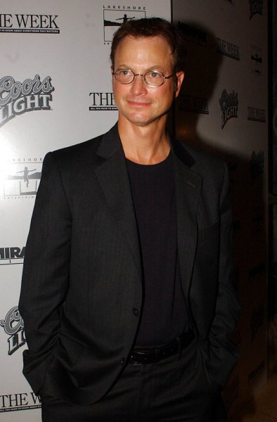 NYP2003091023 - NEW YORK, SEPT. 10 (UPI) -- Actor Gary Sinise poses for the media at the Sept. 10, 2003 New York premiere of his new film with Nicole Kidman, The Human Stain ep/Ezio Petersen UPI