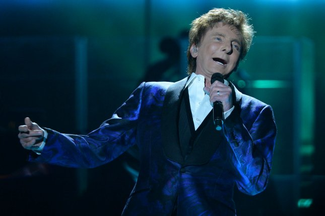 Singer and songwriter Barry Manilow sings in Los Angeles on April 14, 2015. Photo by Jim Ruymen/UPI