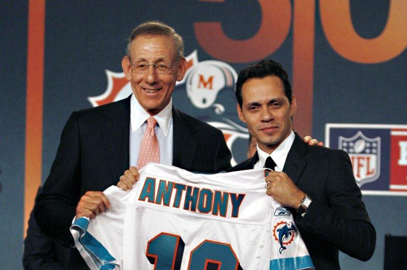 Marc Anthony and Stephen Ross. (UPI Photo/John Angelillo)