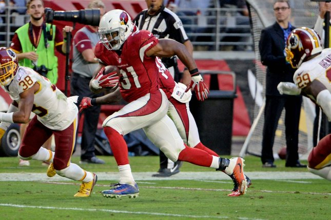 Arizona Cardinals' David Johnson (C) breaks away for a twenty-five yard touchdown in the fourth quarter of the Cardinals-Washington Redskins game at University of Phoenix Stadium in Glendale, Arizona, December 4, 2016. The Cardinals defeated the Redskins 31-23. Photo by Art Foxall/UPI