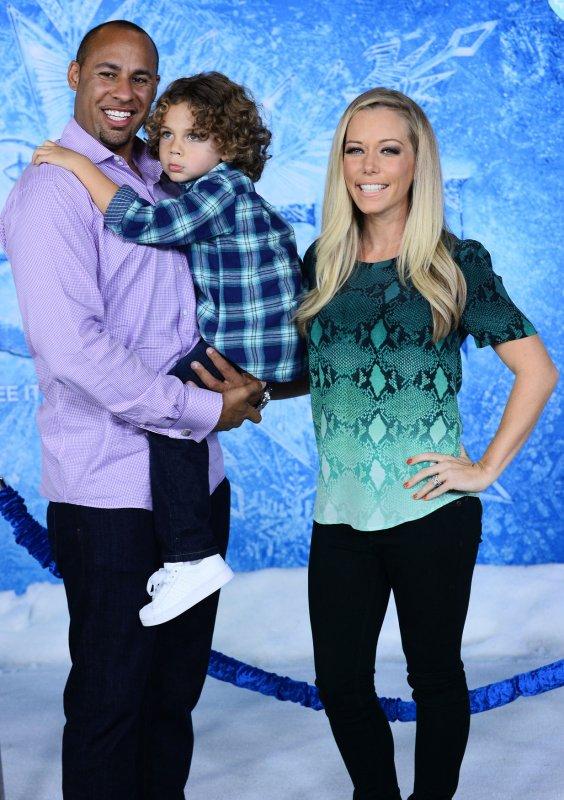Kendra Wilkinson (R) is reportedly reconsidering divorcing Hank Baskett. (UPI/Jim Ruymen)