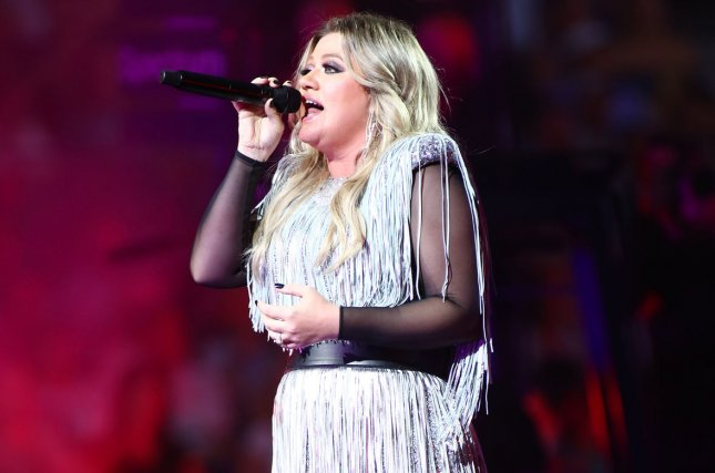 Kelly Clarkson covers 'The Greatest Showman' song 'Never Enough
