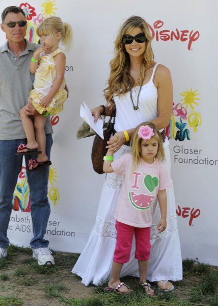 Actress Denise Richards arrives with her daughters Lola (L) and Sam and an unidentified man for the A Time For Heroes Celebrity Carnival, to benefit the Elizabeth Glazer Pediatric AIDS Foundation, on the Veterans Administration grounds in Los Angeles on June 8, 2008. (UPI Photo/Jim Ruymen)