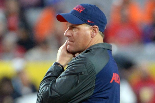 best service 921a2 d0300 Former Arizona Wildcats head football coach Rich Rodriguez watches the  Boise State Broncos warm up before the Fiesta Bowl game at the University  of Phoenix ...