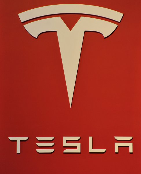 new york car dealers take aim at tesla lobby for ban on. Black Bedroom Furniture Sets. Home Design Ideas