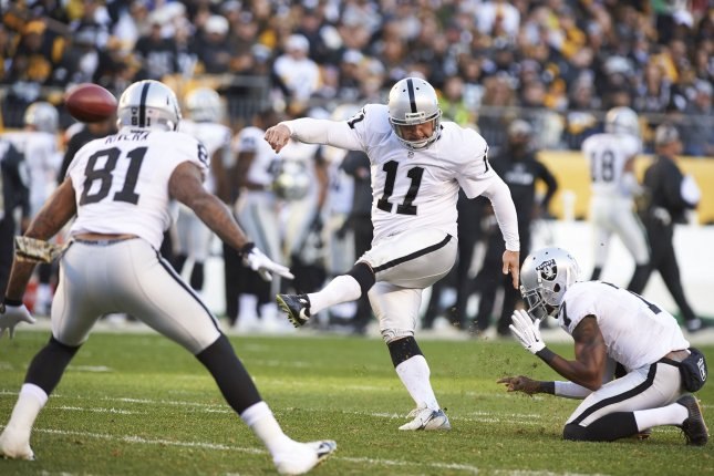 Seahawks sign ex-Raiders kicker Sebastian Janikowski