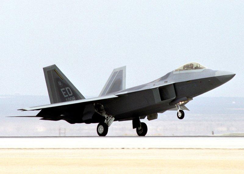 pilot dies in f 22 raptor crash. Black Bedroom Furniture Sets. Home Design Ideas