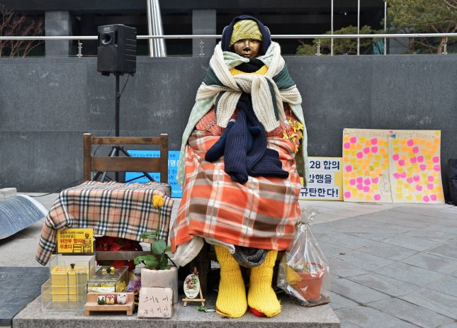 Seoul to hold talk with victims on 'comfort women' deal
