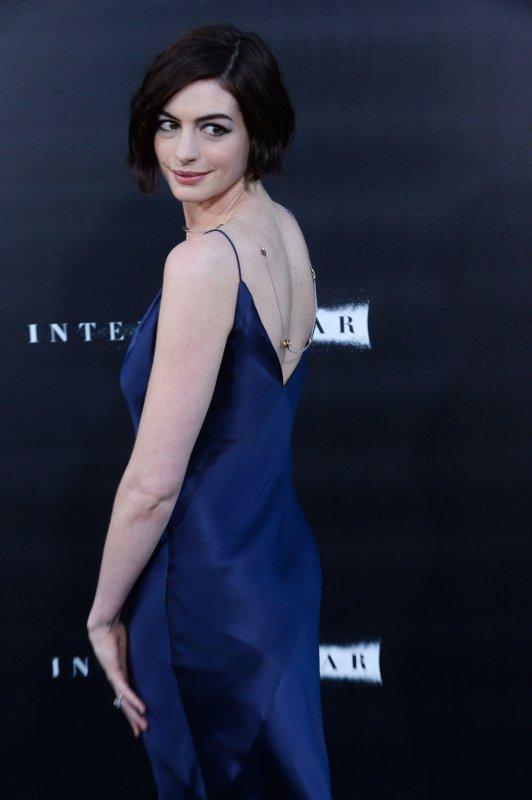 Anne Hathaway returns to the red carpet for 'Interstellar' premiere