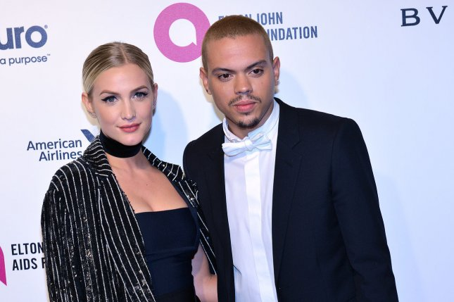 Ashlee Simpson Posts New Photo Of Kids Brother Sister Love Upicom