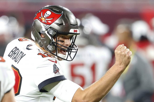 Buccaneers star QB Tom Brady signs contract extension with team