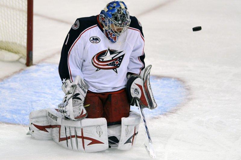 Steve Mason (1) makes a save against Washington on Jan. 9, 2009.(UPI Photo/ Mark Goldman)