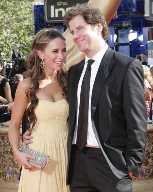 Jennifer Love Hewitt and Jamie Kennedy arrive at the 61st Primetime Emmy Awards at the Nokia Center in Los Angeles on September 20, 2009. UPI /Lori Shepler