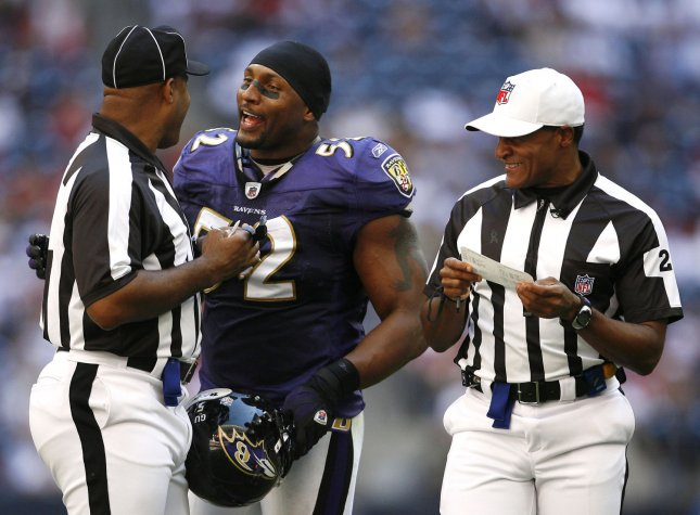 Baltimore Ravens linebacker Ray Lewis (52) talks to the officials during a timeout against the Houston Texans in the second half at Reliant Stadium in Houston, Texas on November 9, 2008. The Ravens defeated the Texans 41-13. (UPI Photo/Aaron M. Sprecher)
