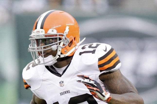 Cleveland Browns' Josh Gordon runs the ball for 19 yards in the first half against the New York Jets in week 16 of the NFL season at MetLife Stadium in East Rutherford, New Jersey on December 22, 2013. UPI /John Angelillo
