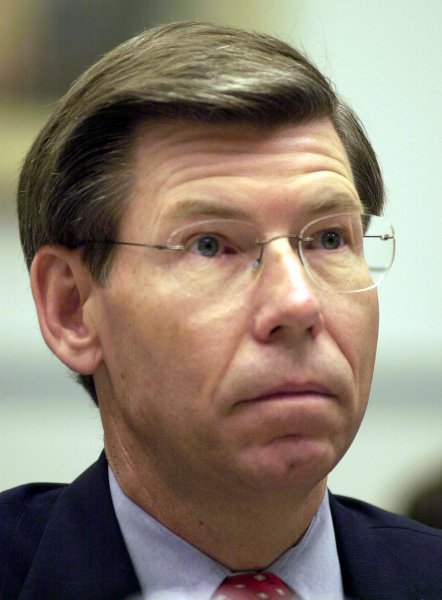 The blocked subpoena effectively closes down Attorney General Bill McCollum's probe of law firms involved in what has become a national issue.