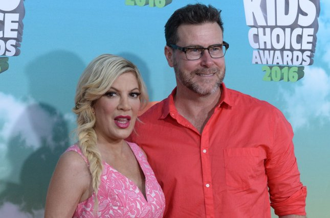 Dean McDermott (R) and wife Tori Spelling at the Nickelodeon Kids' Choice Awards on March 12. The couple married in 2006. File Photo by Jim Ruymen/UPI