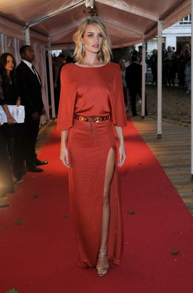 06276c510ca Rosie Huntington-Whiteley stuns in red dress at Glamour Awards - UPI.com