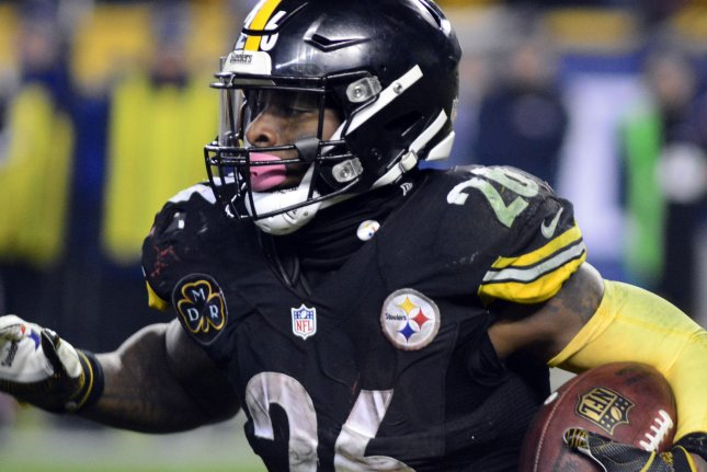 Steelers rb bell gets support from wallace upi pittsburgh steelers running back leveon bell looks for running room during a game against the new england patriots in december 2017 m4hsunfo