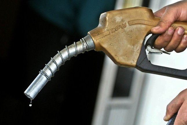 Fuel prices at U S  gas stations lower for second straight