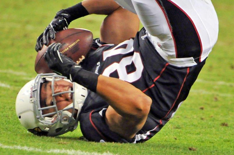 New England Patriots cut TE Rob Housler