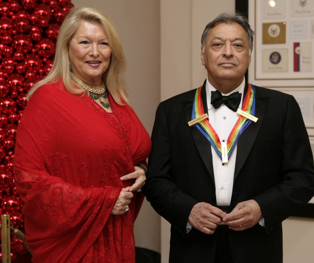 Conductor and Kennedy Center Honoree Zubin Mehta and his wife Nancy, arrive at the White House for the Kennedy Center Honors in Washington on December 3, 2006. (UPI Photo/Yuri Gripas)