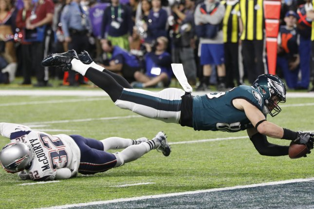 Philadelphia Eagles tight end Zach Ertz (86) dives for the game-winning  touchdown over New England Patriots safety Devin McCourty (32) in the  fourth quarter ... b967bcd8a