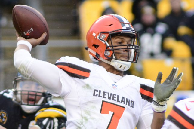 Cleveland Browns quarterback DeShone Kizer (7) steps back to pass in the fourth quarter of the Pittsburgh Steelers' 28-24 win on December 31, 2017 at Heinz Field in Pittsburgh. Photo by Archie Carpenter/UPI