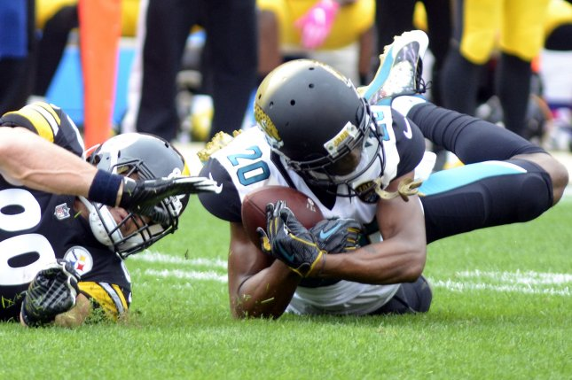 Jacksonville Jaguars cornerback Jalen Ramsey (20) intercepts a pass  intended for Pittsburgh Steelers tight end Vance McDonald (89) in the first  quarter on ... 0674ec1ba