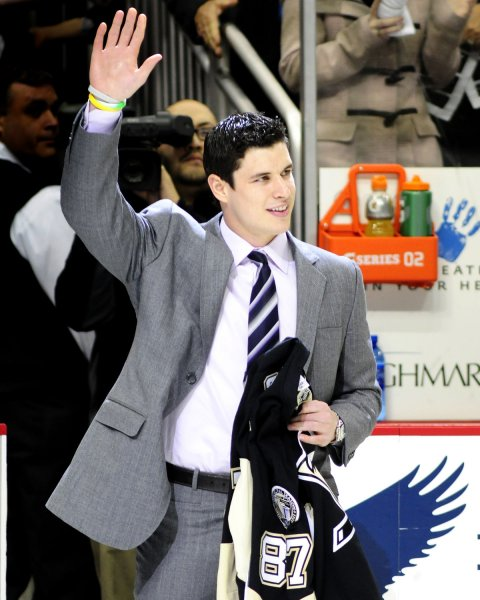 Sidney Crosby of the Penguins waves to the fans following Pittsburgh's 4-2 win over the New Jersey Devils at Consol Energy Center in Pittsburgh, April 5, 2011. UPI/Archie Carpenter