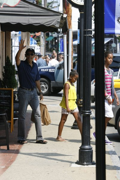 U.S. President Barack Obama, with his daughters Malia (R) and Sasha, leaves the Bunch of Grapes book store in Vineyard Haven, Massachusetts on August 20, 2010. The First Family is currently vacationing in Martha's Vineyard. UPI/Michael J. Maloney/POOL