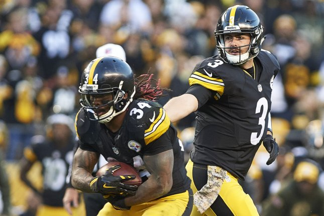 cddfbf4dc Pittsburgh Steelers quarterback Landry Jones (3) hands off up the middle to Pittsburgh  Steelers running back DeAngelo Williams (34) in the fourth quarter.