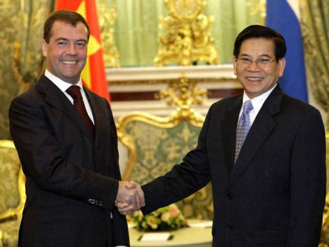 Russian President Dmitry Medvedev (L) shakes hands with Vietnamese President Nguyen Minh Triet before their meeting in the Kremlin in Moscow on October 27, 2008. Russia and Vietnam agreed Monday to boost their energy cooperation and explore new prospective oil fields.(UPI Photo/Anatoli Zhdanov)