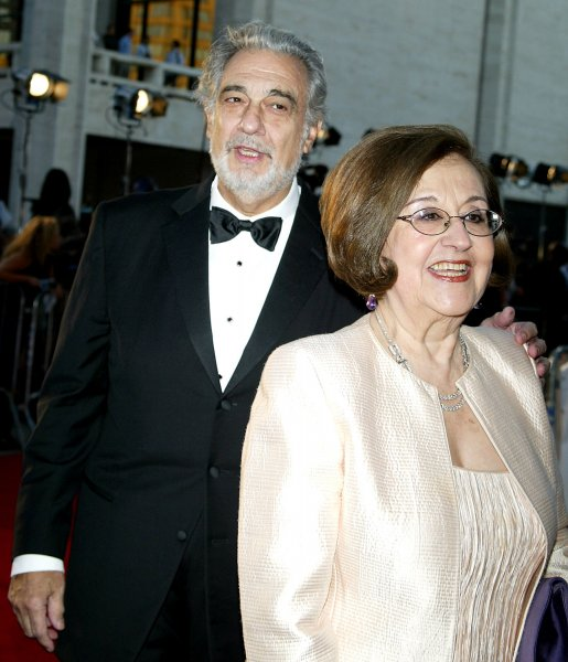 Placido Domingo and wife arrive for the opening of the Metropolitan Opera's 2007-2008 season with the production of Donizetti's Lucia de Lammermoor at Lincoln Center in New York on September 24, 2007. (UPI Photo/Laura Cavanaugh)