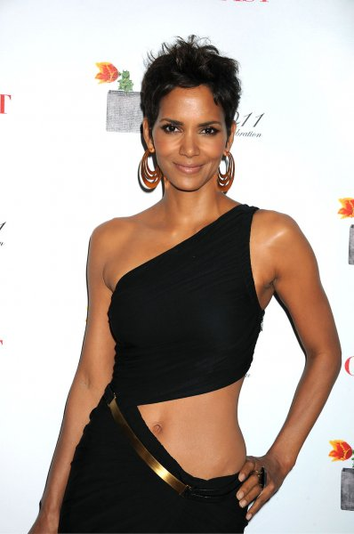 Halle Berry in Halston dress arriving at The 2011 FiFi Awards at The Tent in Damrosch Park in New York City on May 25, 2011
