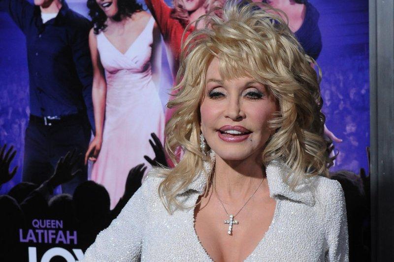 Dolly Parton's 'Coat of Many Colors' to become TV movie - UPI com