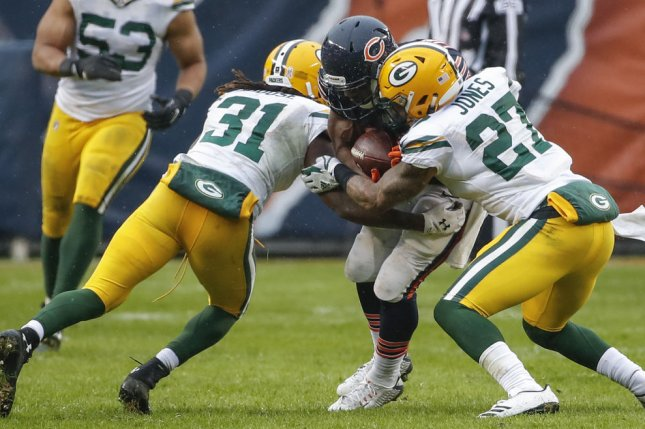 Packers officially sign Davon House