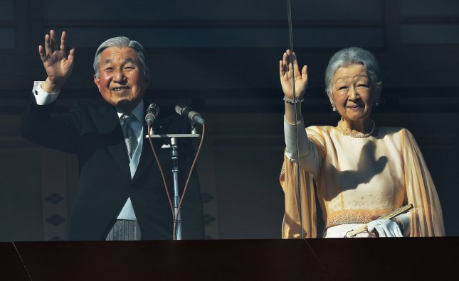 Japanese Emperor Akihito greets well-wishers for New Year ...