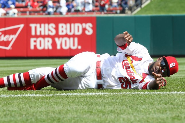 Louis Cardinals CF Dexter Fowler leaves game with shoulder injury