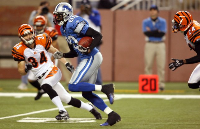 Detroit Lions wide receiver Charles Rogers (80) runs the ball for a touchdown in the fourth quarter against the Cincinnati Bengals December 18, 2005 at Ford Field in Detroit. (UPI Photo/Scott R. Galvin)