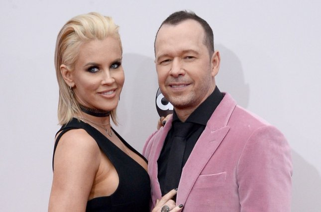 jenny mccarthy l and donnie wahlberg attend the american music awards on november 20 2016 the television personality posted a heartfelt message to