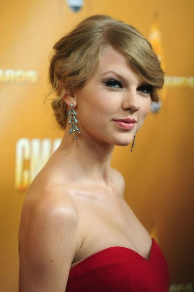 Taylor Swift arrives for the 44th Annual Country Music Awards in Nashville, Tennessee on November 10, 2010. UPI/Kevin Dietsch