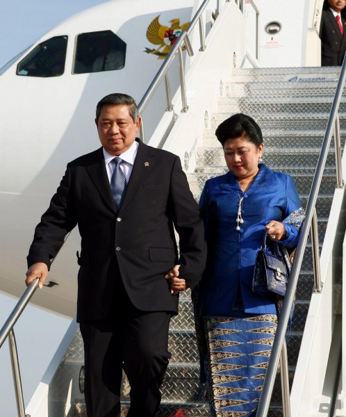 Indonesia President Susilo Yudhoyono and his wife Ani arrive at Toronto International Airport to attend the G-8 and G-20 Summits in Muskoka and Toronto, Ontario on June 25, 2010. UPI/ Dave Chan